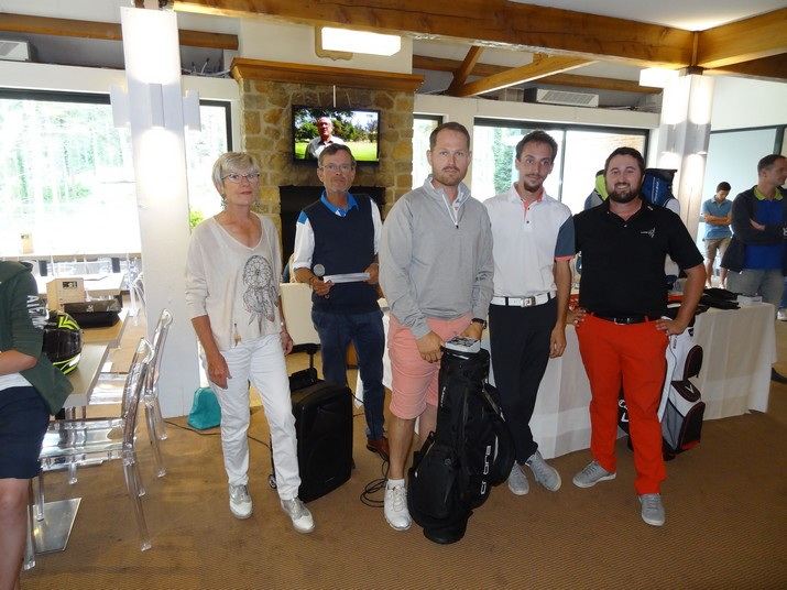 Coupe CARRE GOLF 09